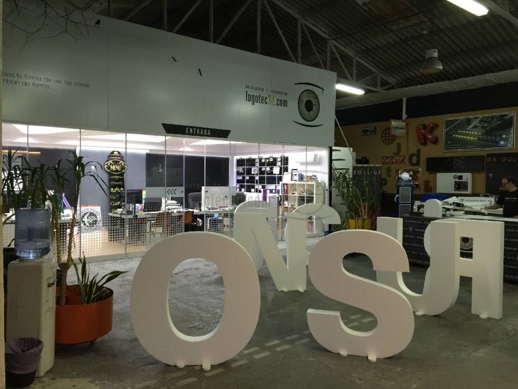 letras gigantes corte CNC en Málaga
