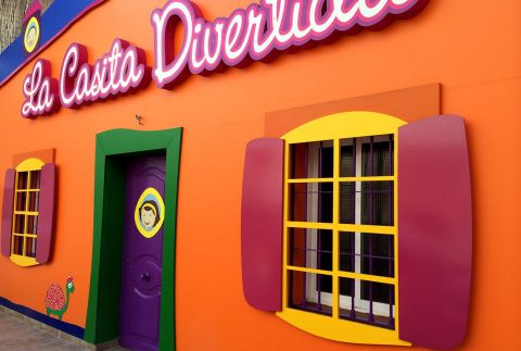Decoración fachada La Casita Divertida