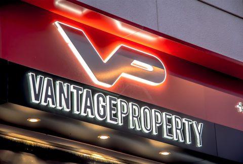 Decoración fachada Vantage Properties
