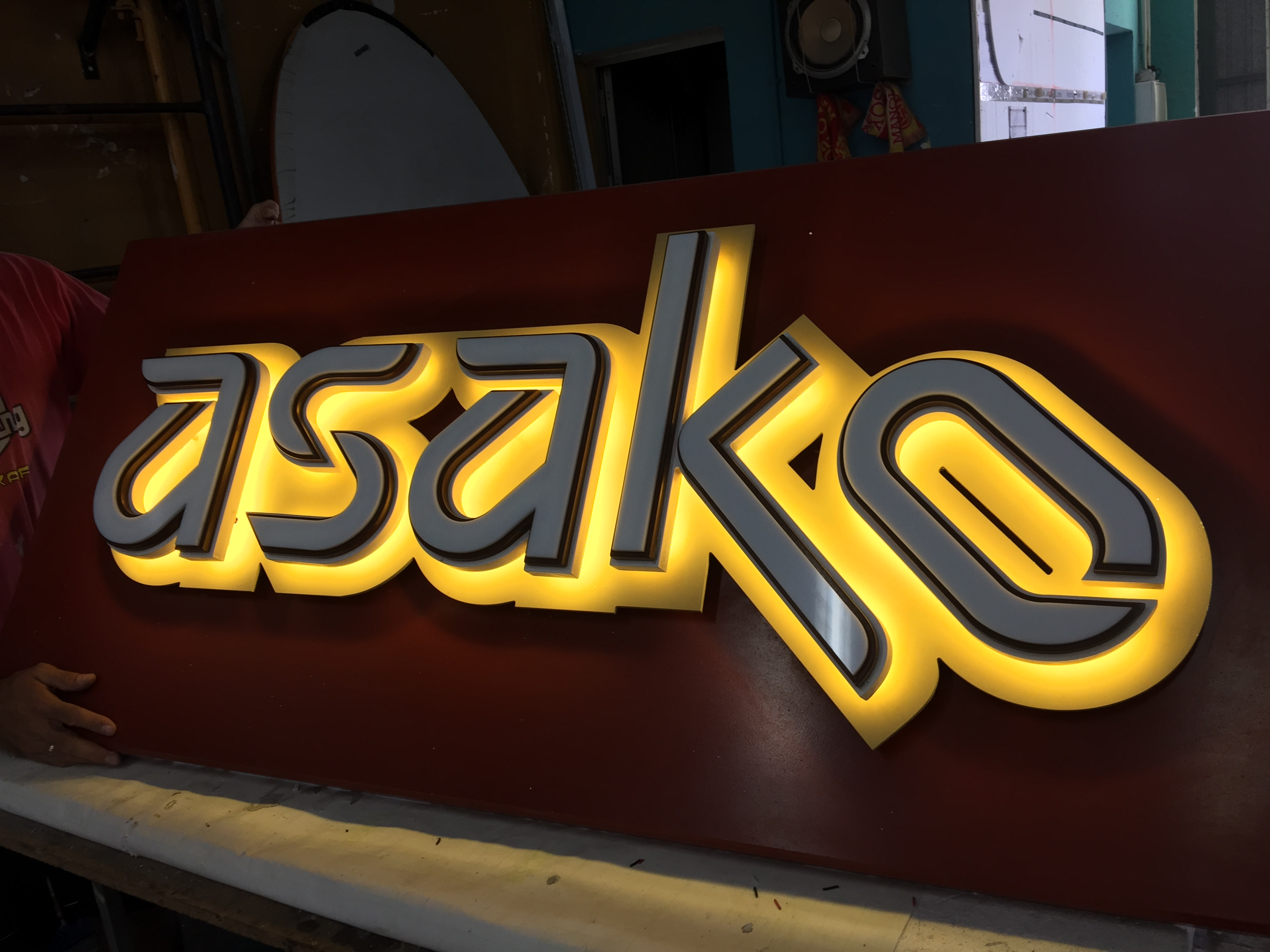 Rótulo luminoso para el nuevo Restaurante Asako en Málaga