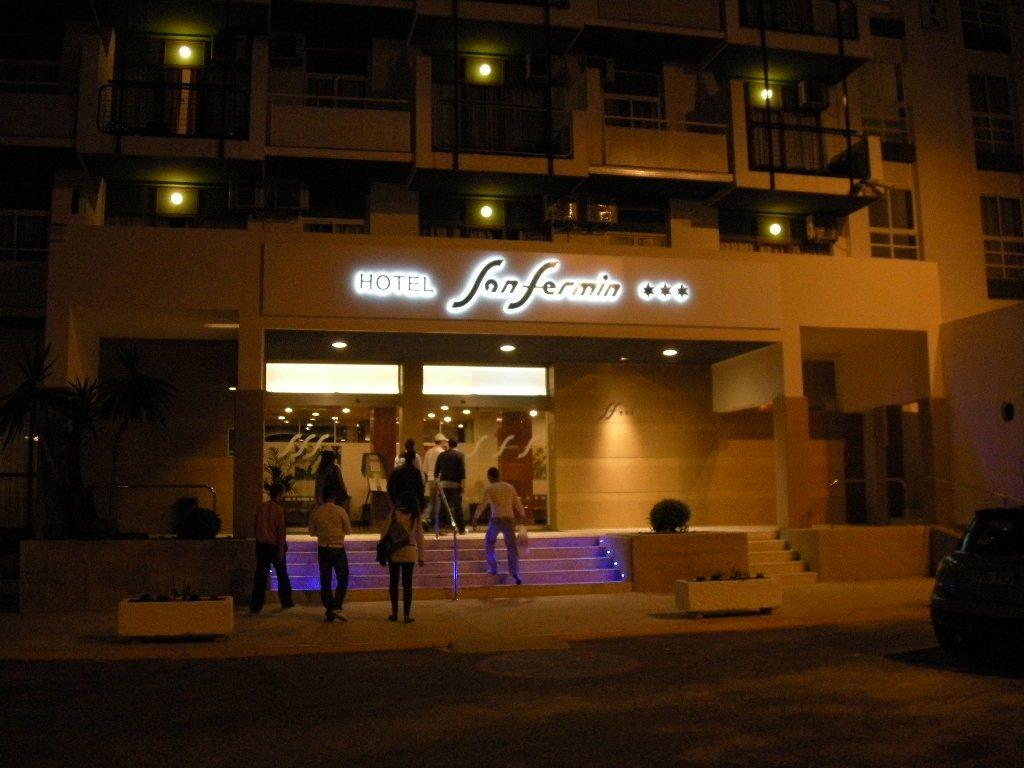 Hotel San Fermín, rótulo luminoso